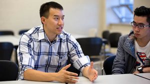Alumnus David Cheung (CivE 1T1 + PEY) chats with undergraduate students during an Alumni Mentorship Program event. (Photo: Nick Kachibaia)
