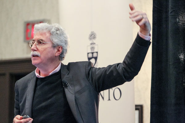Professor Eric Miller (CivE) addressed a crowd University of Toronto alumni and friends on as part of the U of T in Your Neighbourhood lecture series. (Photo: Paul Terefenko)